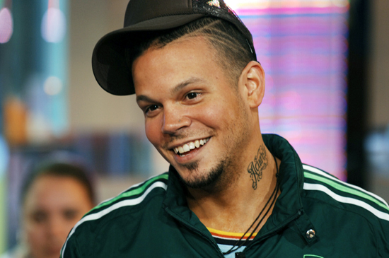ESCANDALOS DE FARANDULA: Tragedy hits Residente of Calle 13, Juanes Crosses Over, & Diddy Sits in Judgment!