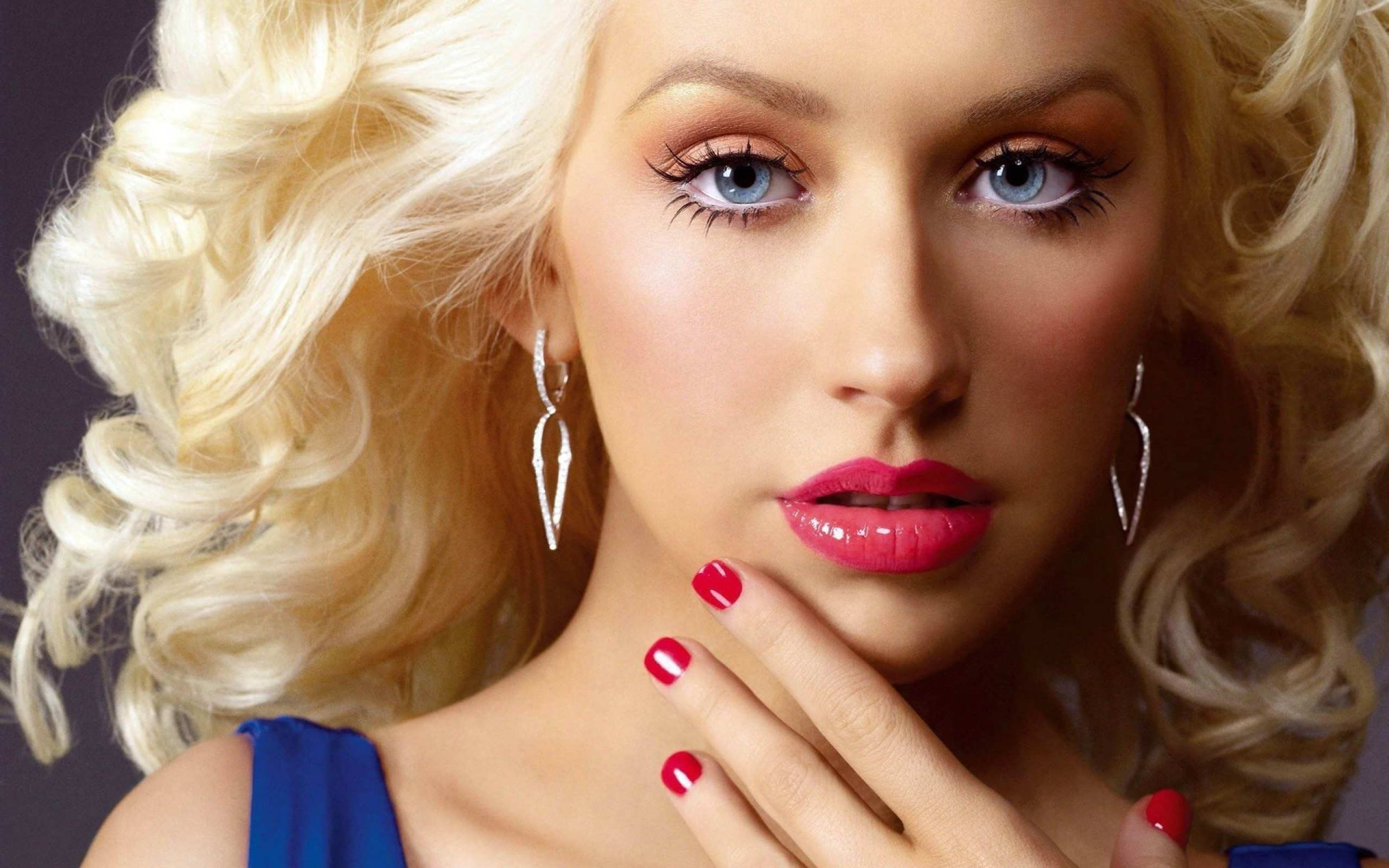 What you didn t know about christina aguilera for Foto beautiful