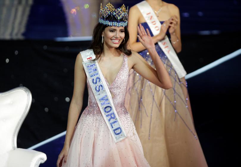 STEPHANIE DEL VALLE OF PUERTO RICO CAPTURES MISS WORLD