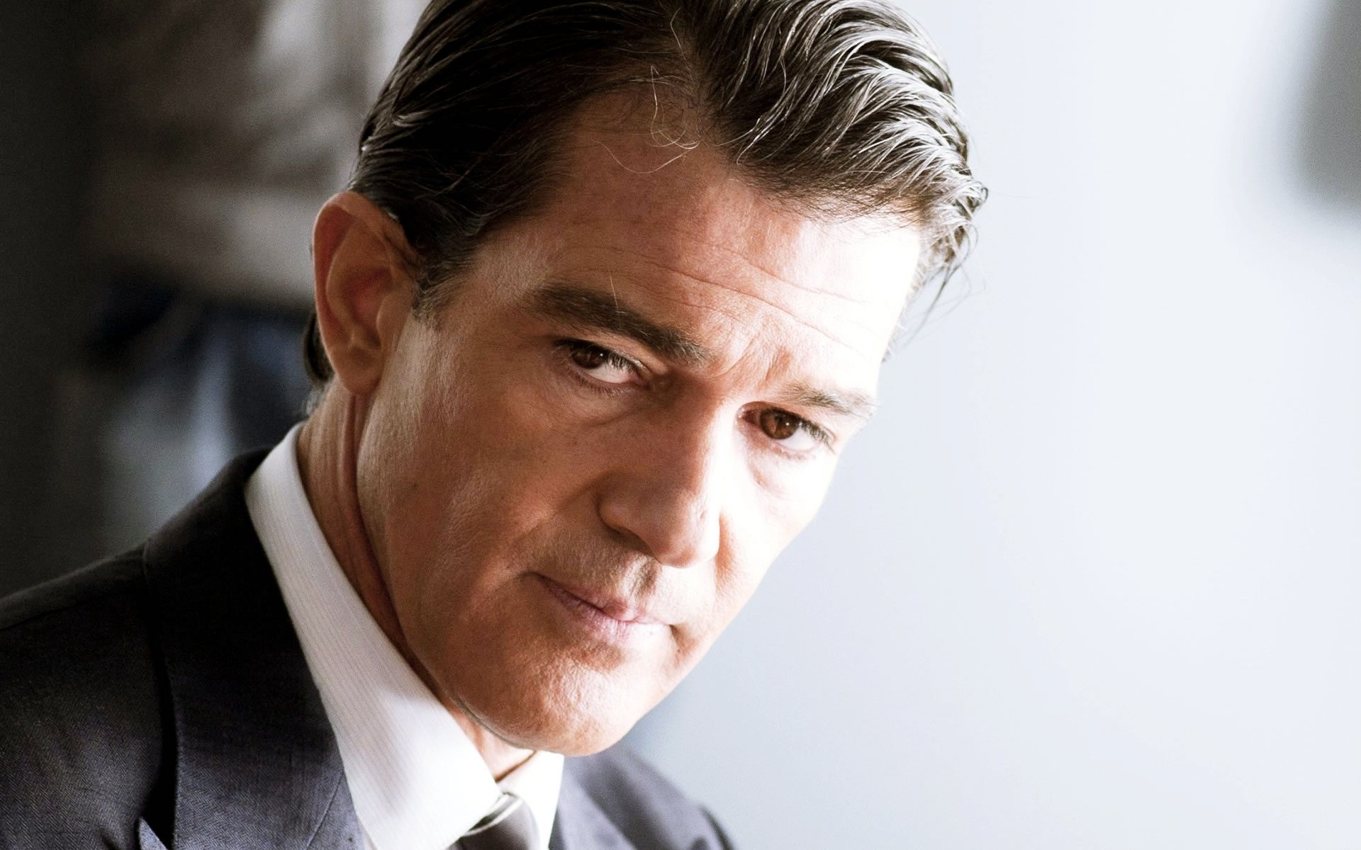 Antonio Banderas Makes it Through Heart Attack ...