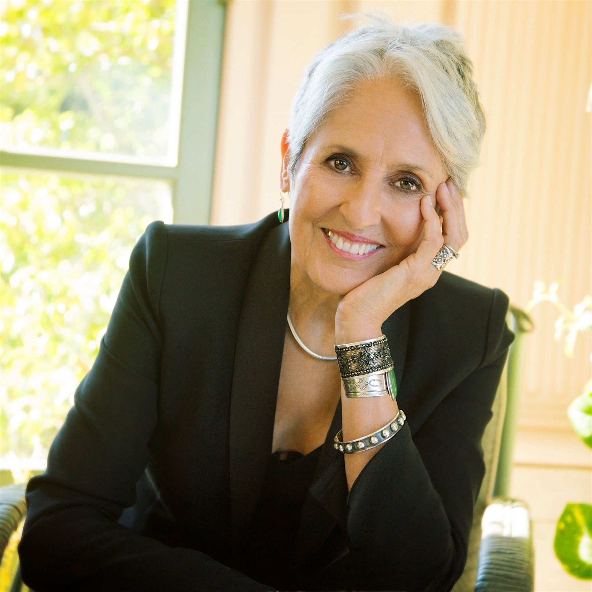 Joan Baez The Legendary Queen Of Folk And Activist Latintrends Informs Entertains Inspires The Community Your Source For Latin Culture Entertainment And Daily Inspiration